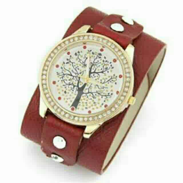Saya menjual Jam Tangan diamond decorated - T65CDB seharga Rp182.000. Dapatkan produk ini hanya di Shopee! https://shopee.co.id/deventostore/5291998 #ShopeeID