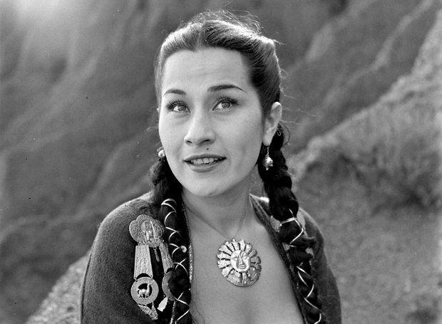 Ίμα Σουμάκ (1924 – 2008): Τραγουδίστρια (σοπράνο) από το Περού, με απίστευτο εύρος φωνής, που ξεπερνούσε τις τέσσερεις οκτάβες.