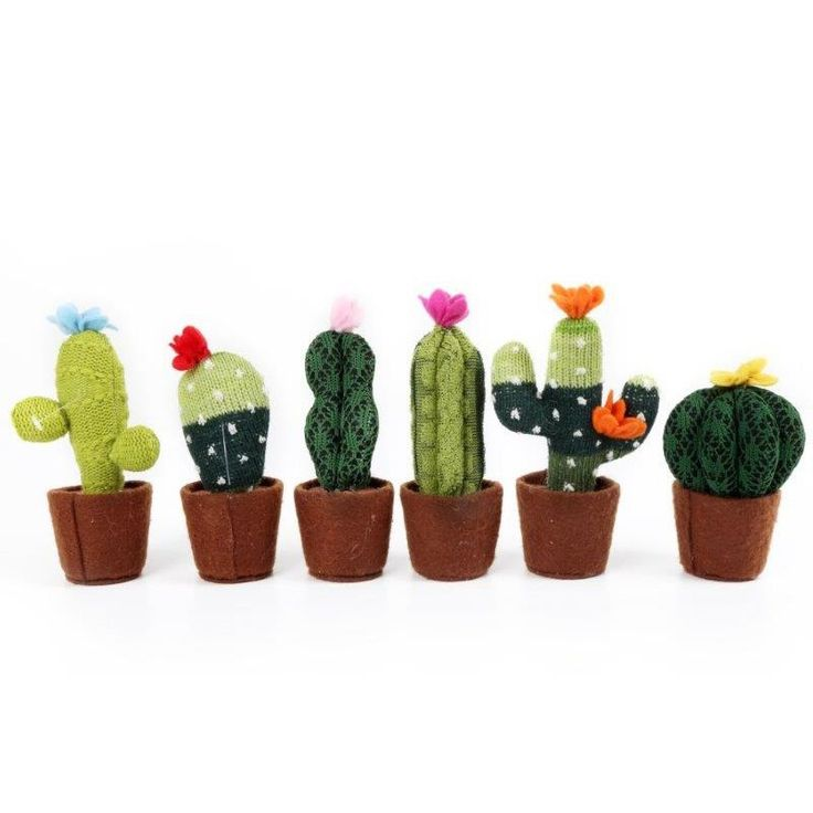 £4.99 Knitted Decorative Cactus Approx 12.5 cm