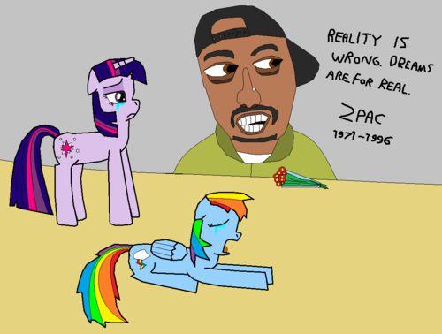 En dan sluiten we af met Tupac Shakur en wat My Little Ponies. Waarom ook niet..