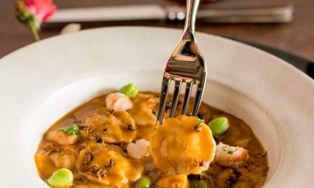 Raviolini de camarão e lagosta ao molho bisque