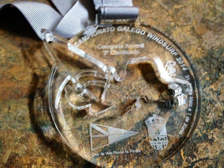 Trofeos y medallas personalizadas.