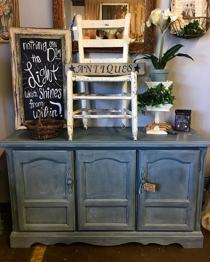 Peddlers' Junktion - Laurel, Mississippi painted this television console in Stormy Seas and used some New & Improved Best Dang Wax in White.