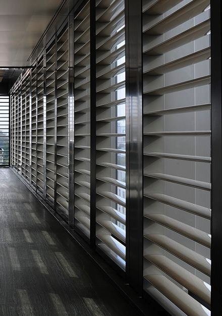 Armani Hotel Milan _la idea de  que los paneles de persianas son movibles me encanta