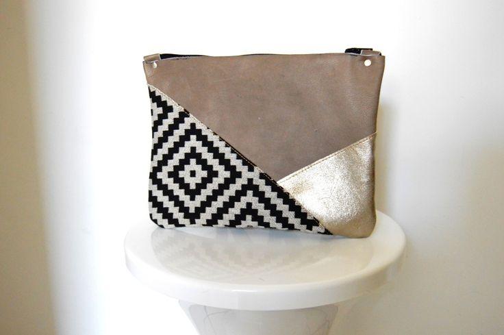 Pochette tendance géométrique triangle original de soirée ou pour tous les jour en cuir de qualité et intérieur doublé
