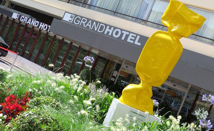 """""""Expo by Jenkell"""", les bonbons de Laurence Jenkell dans les jardins du Grand Hôtel de Cannes"""