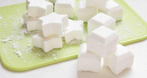 Heb je ooit zelf zeep gemaakt? Wij nog niet. Maar toen we dit recept voor zelf zeep maken tegenkwamen, waren we direct om. Het maken van deze bad zeepjesissimpel en het resultaat echt boven verwachting! Of je nu lekker ontspannen een uurtjein bad gaat, of juist vol energie je dag