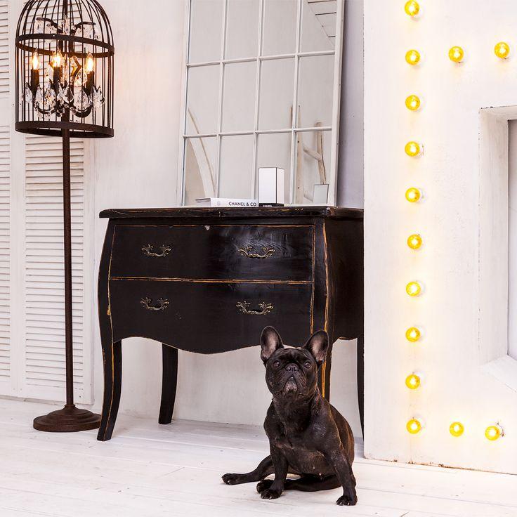 """Яркий аккорд интерьера - роскошный и грациозный черный комод """"Мартин"""". Особого внимания заслуживают изящные ручки на его выдвижных ящичках. Это будто бы музейный экспонат, чудом попавший в современный интерьер. #мебель, #интерьер, #комод, #французскийстиль, #furniture, #commode, #chestofdrawers, #frenchstyle, #objectmechty"""