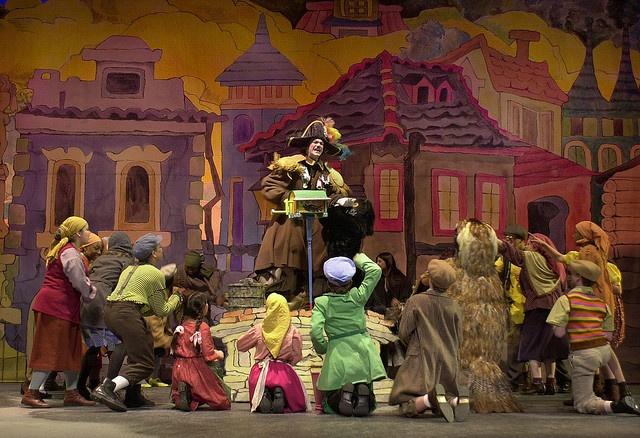 "Maurice Sendak designed set ""Brundibar"" (2003) Chicago Opera Theater production"