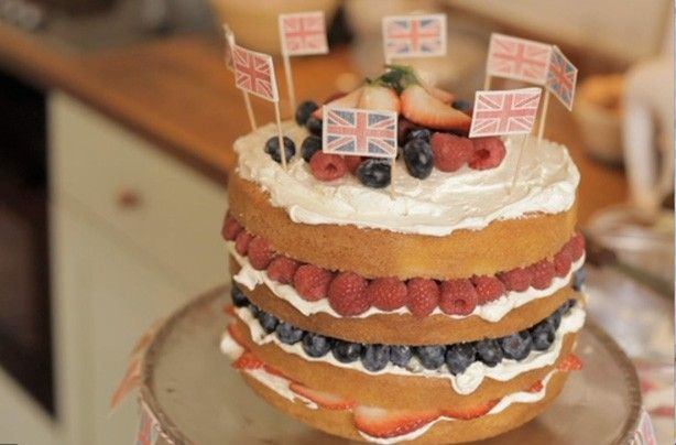 Fiona Cairns' Victoria Sponge CakeBaking Delight, Berries Recipe, Victoria Sponge Cake, Summer Berries, Cake Decor, Fiona Cairn, Teas Parties, Bakers Fiona, Royal Bakers