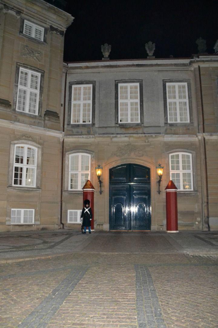 Christians første vagt på Amalienborg