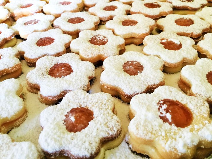 Linzer cookies with apricot jam