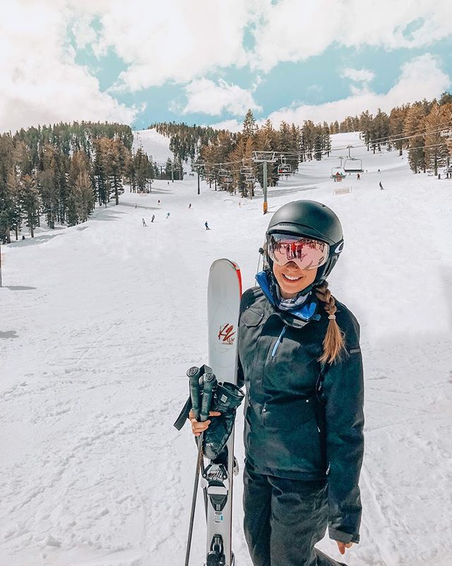 Wishing all ski days were as sunny warm and beautiful as our first!  . . . . . . . . . . . . . . . . . . . . . #lifestyleblogger #torontoblogger #canadianblogger #laketahoe #ski #skiing #love #happy #photography #photooftheday #instagood #travelphotography #travelgram #wanderlust #holiday #nature #trip #travelblogger #vacation #instatravel #happy #traveling #beautiful #art #picoftheday #amazing #instagram #travelling #explore