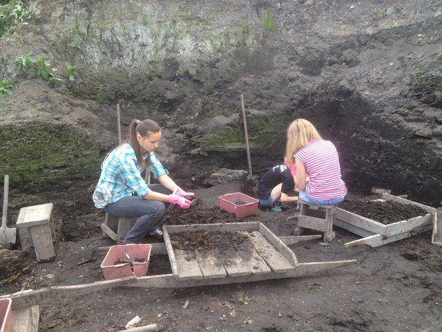 13 августа 2013 года во время археологических исследований на Троицком раскопе был обнаружен небольшой фрагмент кости животного, на котором выведено несколько букв на глаголице.