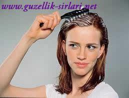 Saç Bakımı için Pratik bilgiler 1) Yaza Uzun Saçlarla Girmek için; 3 yemek kaşığı sızma zeytinyağını ve 1 çay kaşığı biberiye yağını karıştırın.Saç diplerinize ve uçlarınıza sürün. Tarak yardımıyla karışımın saçınızın her teline değidiğinden emin olun.BU karışımı saçınızda yarım saat beklettikten sonra ılık su ile şampuanlayın ve durulayın