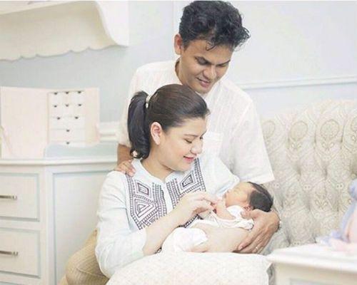 Lisa dan Yusri Kongsi Gambar Bayi Perempuan Comel. Pasangan selebriti Lisa Surihani dan Yusry yang selamat menerima cahaya mata sulung 15 Septembe …