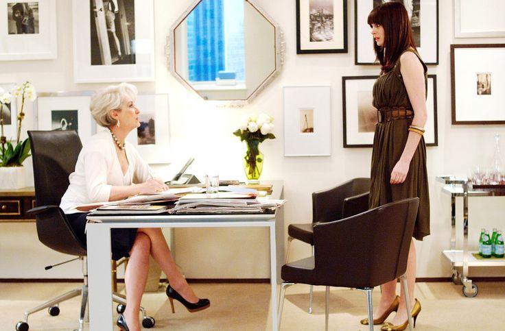 """Eis uma das datas superimportantes para a moda em 2016: o aniversário de dez anos de """"O Diabo Veste Prada"""", filme que marcou a história fashion. Foi em 2006 que conhecemos Andy Sachs (v…"""