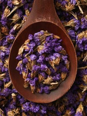 How to Dry Lavender / very nice link to a good article on drying lavender.