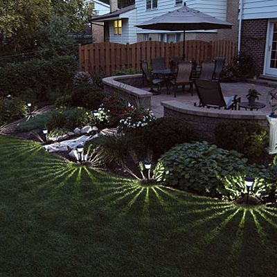i love the way these solar landscape lights create starlike patterns on the lawn