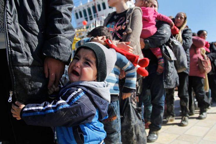 Πρόσφυγες από την Ειδομένη: Μέρκελ βοήθησέ μας