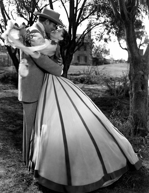 """Gone With the Wind, Clark Gable, Vivien  Leigh How many generations love this Increíble,amazing And long movie!!!! Long is good when is excelente !!!!!   """"Lo que el Viento se Llevó """""""