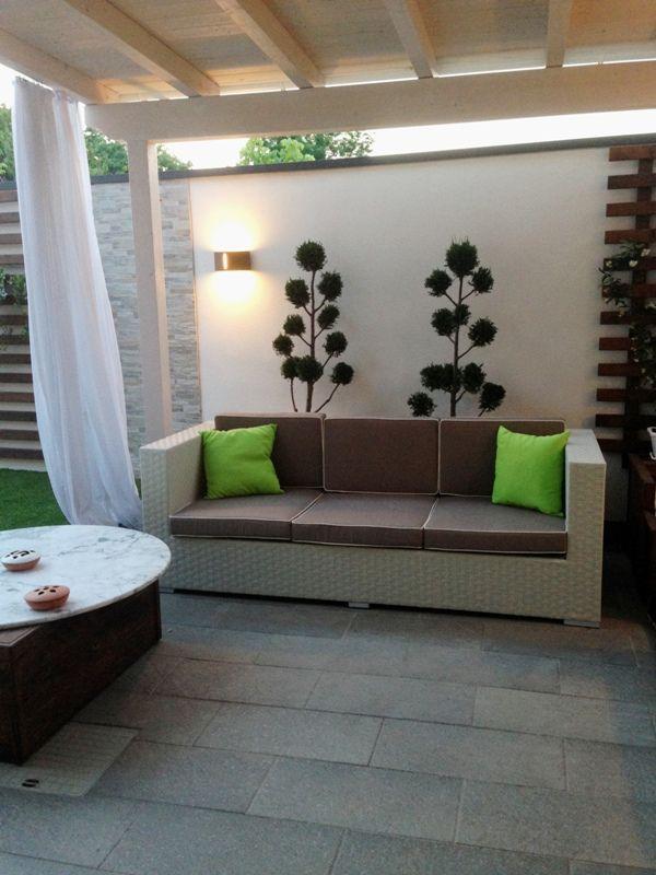 realizzazione su disegno dell'architetto , divano in rattan sintetico struttura in alluminio, solido leggero ed elegante per arredare terrazzi e giardini e vreare un angolo di classe