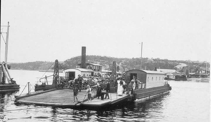 The Spit vehicular punt in northern Sydney (photo undated). Photo shared by the State Library of NSW. v@e