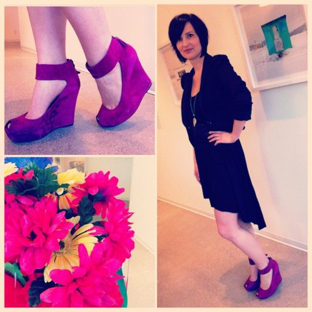 .@meagantimms is always walking around @edelmanto in the best shoes!