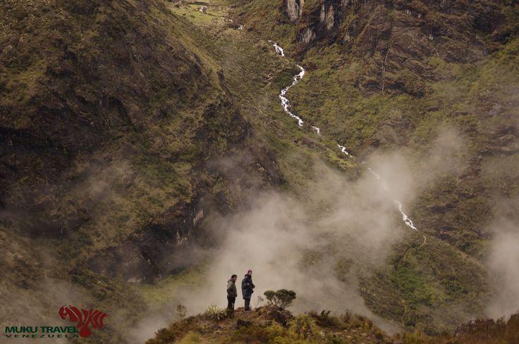 Valle de los Aranguren en el camino Los Nevados-Gavidia en el Parque Nacional Sierra Nevada, Merida / Los Aranguren Valley from Los Nevados to Gavidia #venezuela #sierranevada #trekking #hiking #nature #camping #adventure #aventura #outdoors  #viajaparati #travelforyou