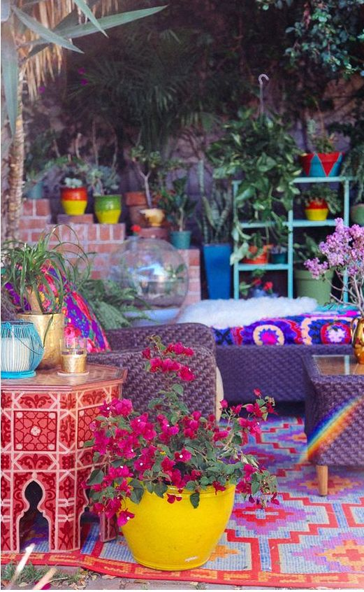 - Moroccan courtyard.