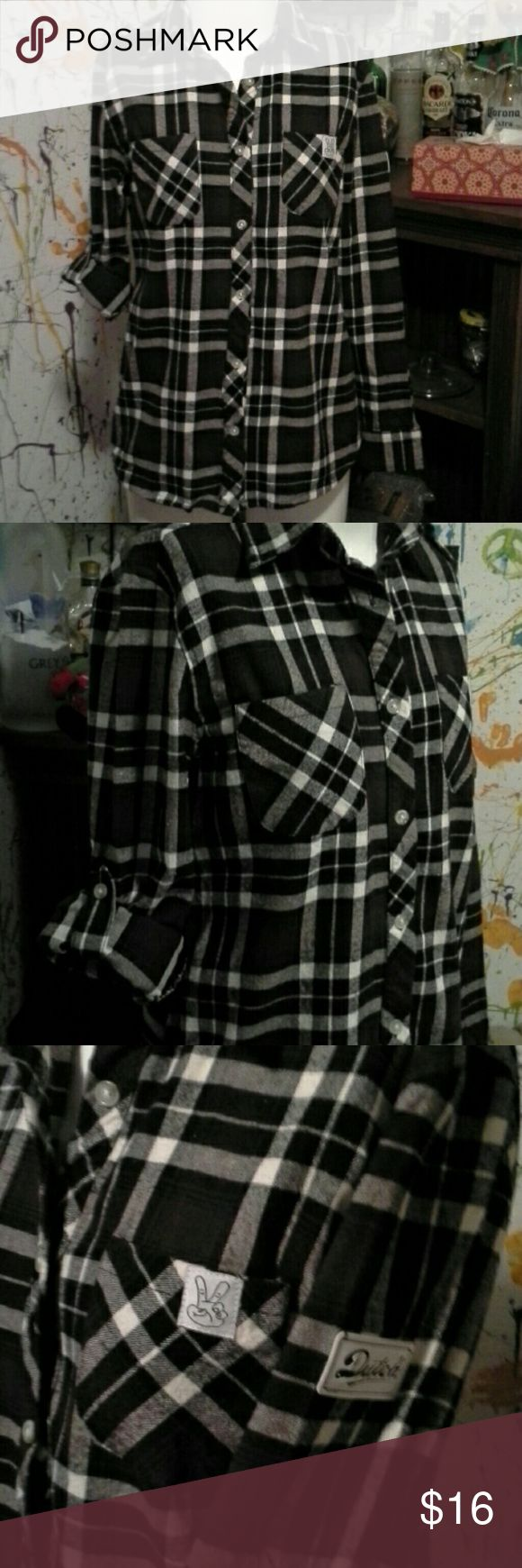 NWOT Dutch Bros heavy flannel women's Brown/black/cream 100% cotton. 2 breast pockets 2 slash hand pockets Dutch Bros Tops Button Down Shirts