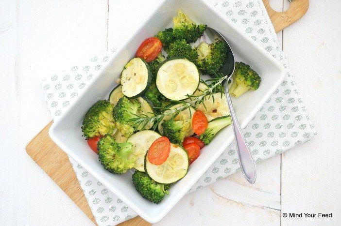 Maar soms is simpel wel zo lekker en dus maakte ik deze keer gegrilde broccoli met courgette. Eenideaal zomers bijgerecht, en zo simpel om te maken!