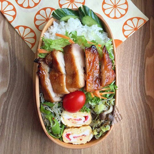 Cute Japanese Bento box https://instagram.com/p/-hOUWQyJth/