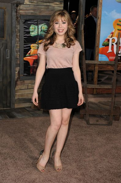 Jeanette McCurdy paired her flouncy skirt and blush blouse with studded peep toe pumps.  Brand: Sam Edelman