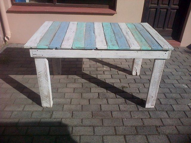 867 best pallet tables images by 1001 pallets on pinterest for What to make out of those old wood pallets