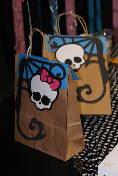 For Addie: this will be cute too...I like the skull without the bow, for the little boys that come to the party.