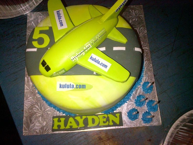 Single tier aeroplane themed birthday cake for a very special boy supplied by Altefyn Cakes