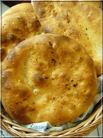 Ezt a jó kis kenyérlángos még az ünnepek előtt követtem el. Kicsúsztam az időből és nagyon sokára készült volna el a kenyér, a fagyaszt...