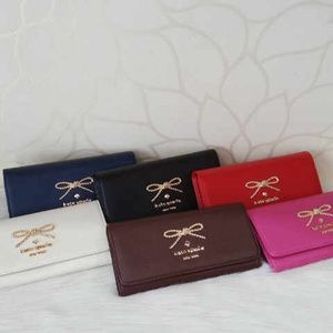 Dompet kate spade ribbon box seprem IDR 160K 20x10 kulit taiga. Colors: blue, black, red, beige, brown, pink. cp Raissa - 089608608277