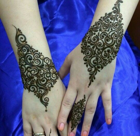 Wrist arabic henna