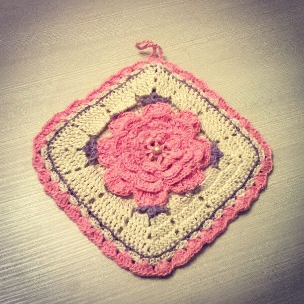 Presina con fiore all'uncinetto - potholder crochet