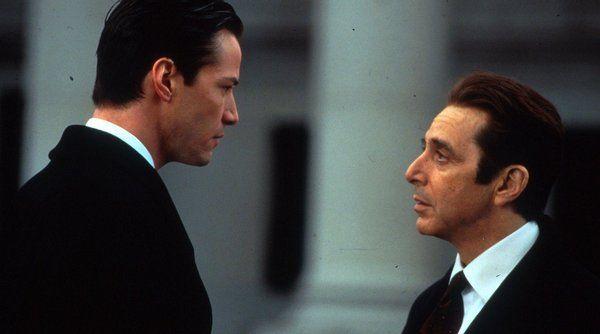 Historia bardzo sprawnego, lecz prowincjonalnego adwokata (Kevina Lomaxa).  Kiedy wygrywa kolejną sprawę, dostaje pracę w prestiżowej nowojorskiej kancelarii prawnej prowadzonej przez Johna Miltona. Nowy szef Kevina okazuje się jednak być, nie kim innym, jak samym diabłem. Sprawa, którą z polecenia Miltona prowadzi Kevin okazuje się grą o jego duszę, a także o życie jego żony.