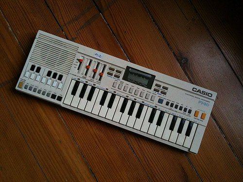 El mítico piano electrónico de Casio que nos regalaron por navidad.