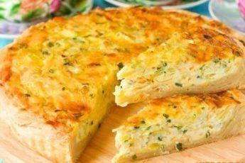 Сырный заливной пирог с яйцами и зелёным луком