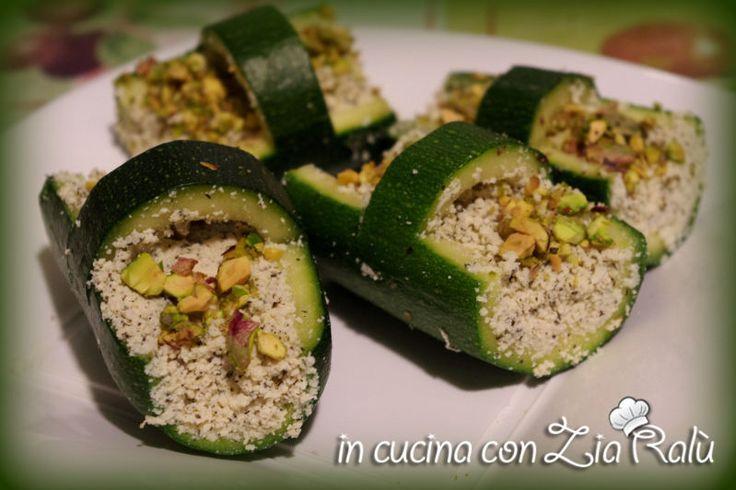 Cestini vegan... bontà inaspettata  zucchine ripiene di tofu e pistacchi