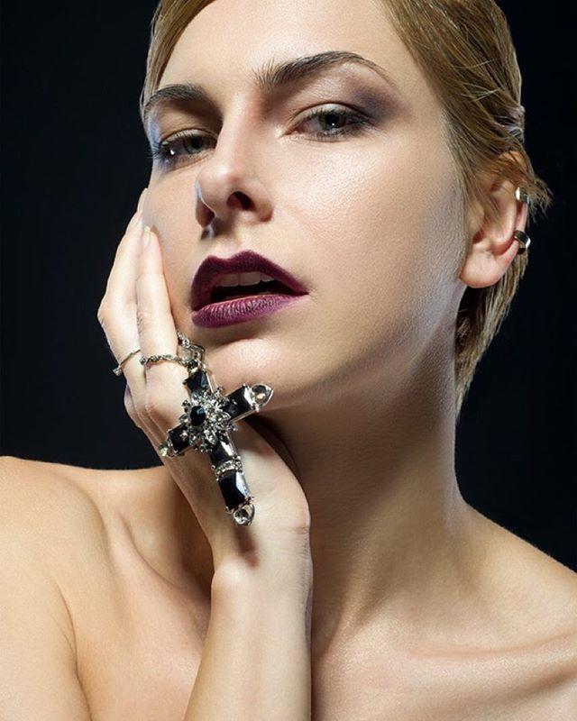 MUA/Style: @juliazelenska  PH: @kharkov.photo  Model : Аня Меженина #макияж #макияжхарьков #харьков #makeupkharkov #makeupartist #makeup #kharkov
