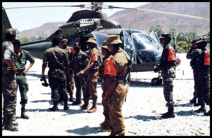 Russiese helikopter -Ops Boswilger (1985)Na die veiligheidsmagte se onttrekking aan Angola in 4/1985, het SWAPO-terroriste die situasie uitgebuit en begin om vanaf basisse in Angola oor die grens te opereer.Die veiligheidsmagte moes optree.Gedurende Ops Boswilger, wat slegs 48 uur geduur het is spore van SWAPO-terroriste tot by basisse in 3 verskillende gebiede in Angola gevolg. Op die 1ste dag is 43 terroriste dood en een gevang in 23 kontakte. Op dag 2 is 14 dood en 4 gevang in 13…