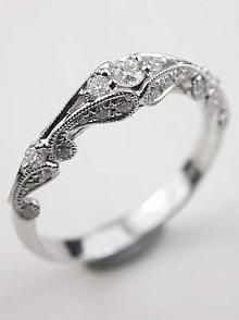 I love how delicate this ring is. I have small hands so, I like when rings aren't too extravagant.