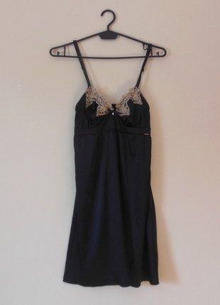 Kup mój przedmiot na #vintedpl http://www.vinted.pl/damska-odziez/bielizna-inne/16848667-bluebella-czarna-sexy-koszulka-halka-34