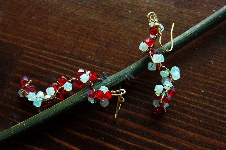 Inspired by spring flowers. Cristal earrings by LaLumière. Bahar dalı kristal küpeler. 85 TL/Büyük Boy - Kırmızı Beyaz.